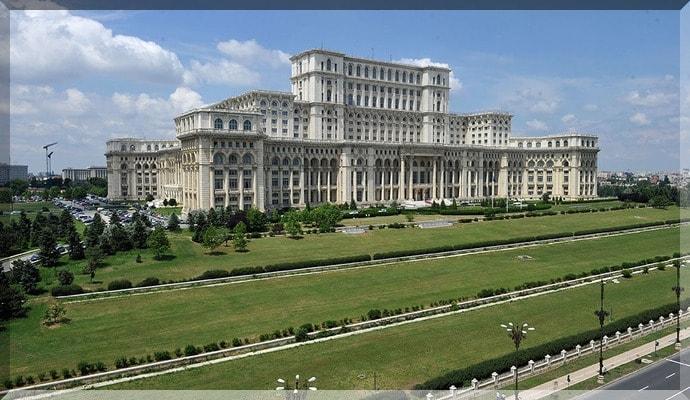 Достопримечательности Румынии - Дворец Парламента Бухарест