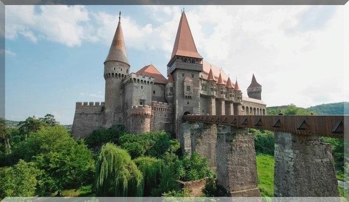 Достопримечательности Румынии - Замок Корвинешть